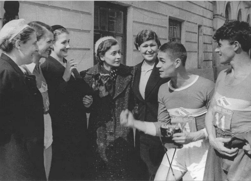 1937. Легкоатлетическая эстафета на приз газеты «Вечерняя Москва»