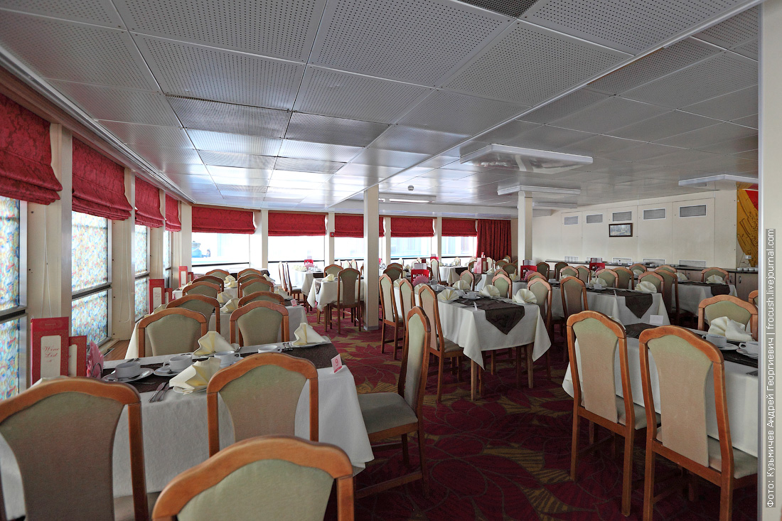 теплоход жуков ресторан на главной палубе фотографии