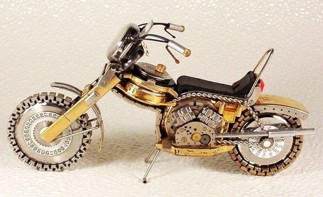 Часы на колесах. Мотоциклы из старых часов