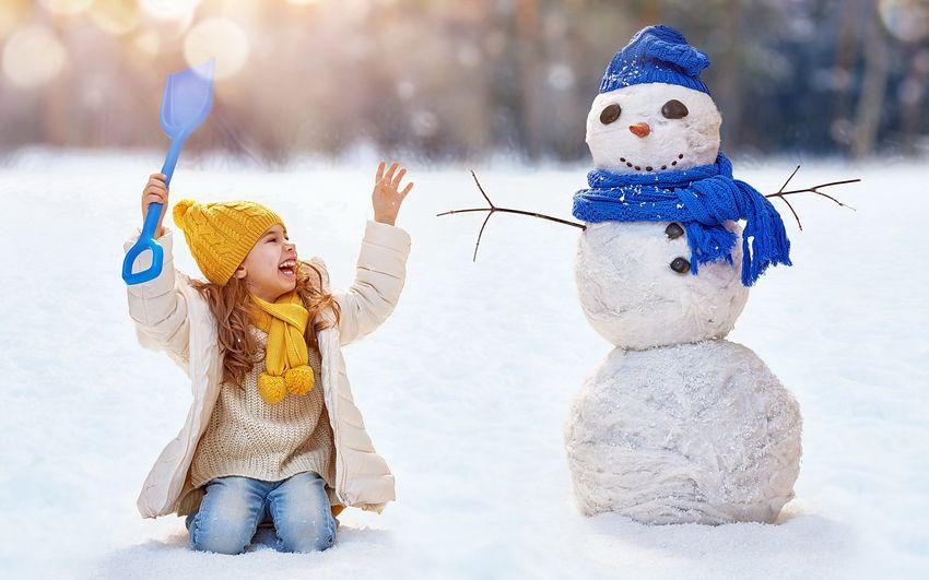 Новый год Снеговик и Девочка
