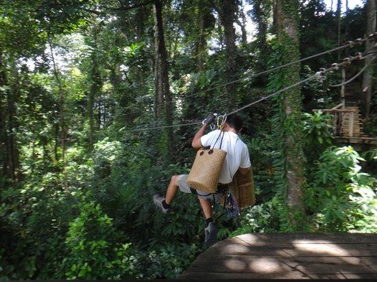 13. Чтобы попасть в капсулу, потребуется воспользоваться специальной лестницей. Для обслуживающего п