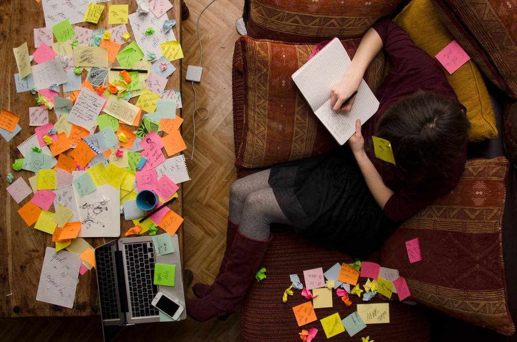 Чем занимаются люди, когда остаются одни дома