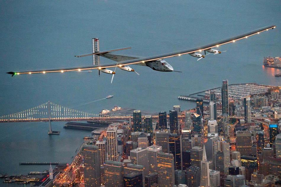 Солнечные батареи питают 4 электродвигателя, общая мощность которых равняется 70 лошадиным силам. Ба