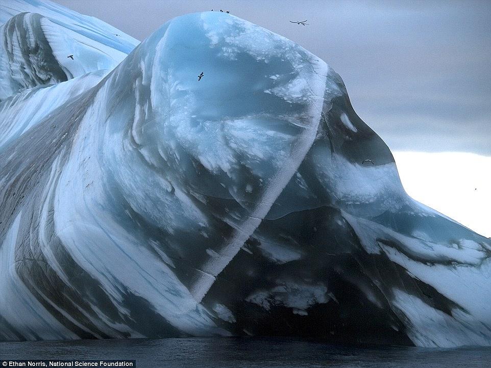 Айсберг у берегов Исфьорда, Илулиссат, Гренландия.