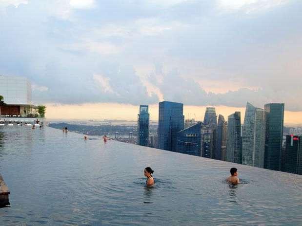 9. Marina Bay Sands (Сингапур) В казино имеется пятьсот столов и две с половиной тысячи игровых авто