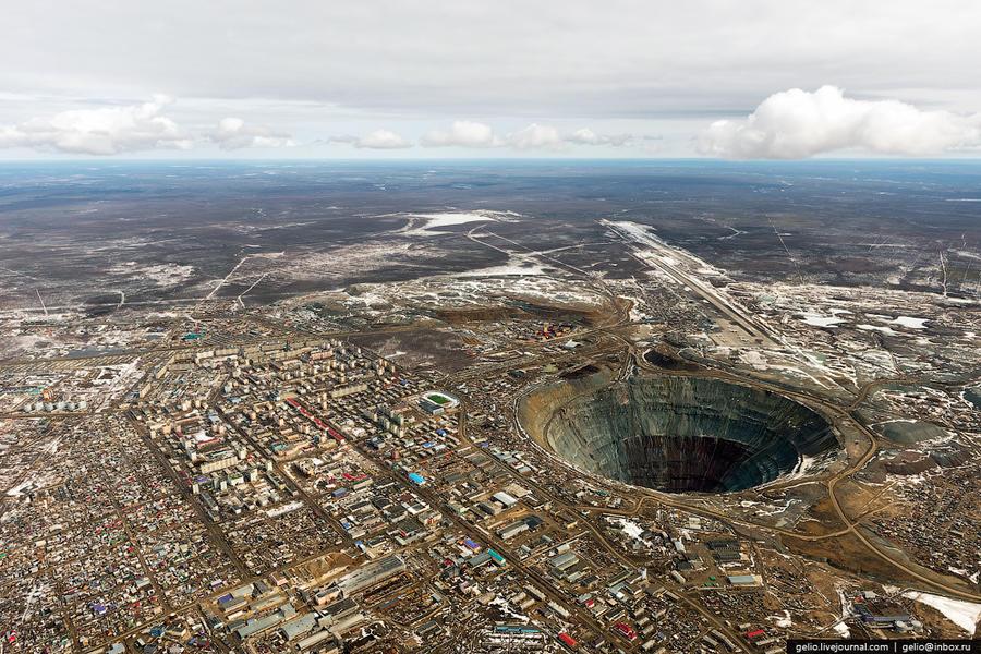 1. В середине 50-х годов были открыты богатейшие коренные месторождения алмазов в Якутии, где было н