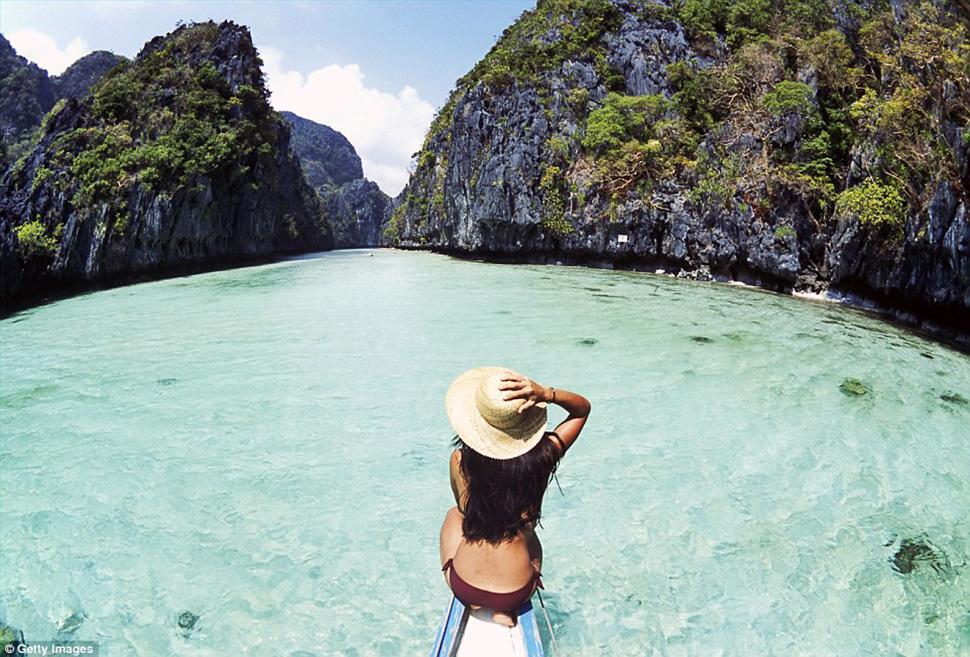 Тайная лагуна на острове Минилок на Филиппинах, которую также называют лагуной Минилок, спрятана за