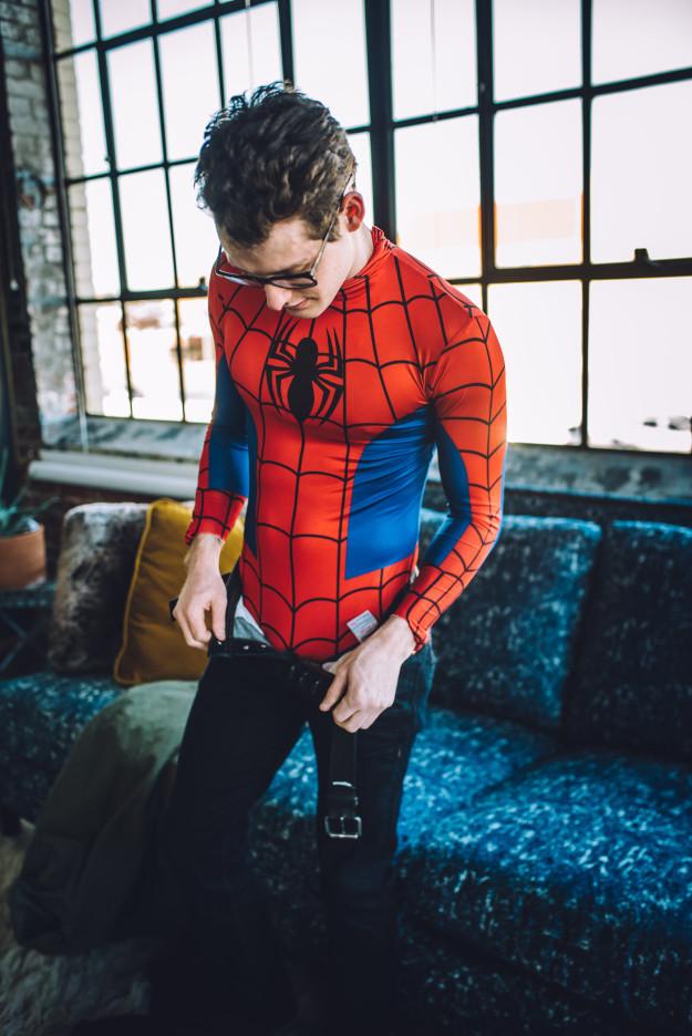 Фотосессия Человека-паука, от которой вам станет жарко