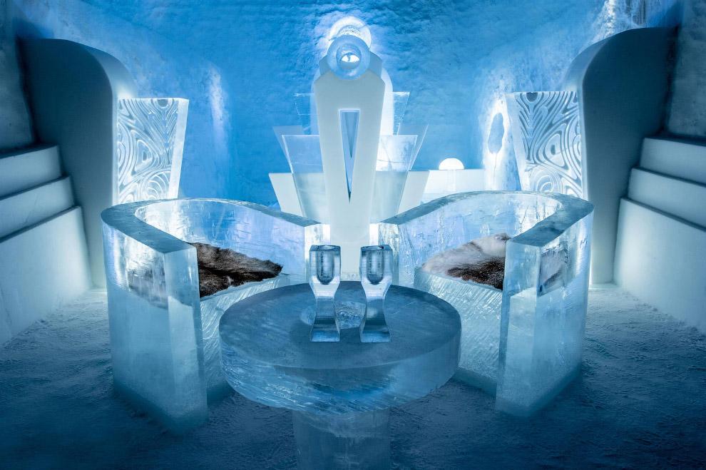 5. И ледяные лестницы. (Фото Icehotel.com):