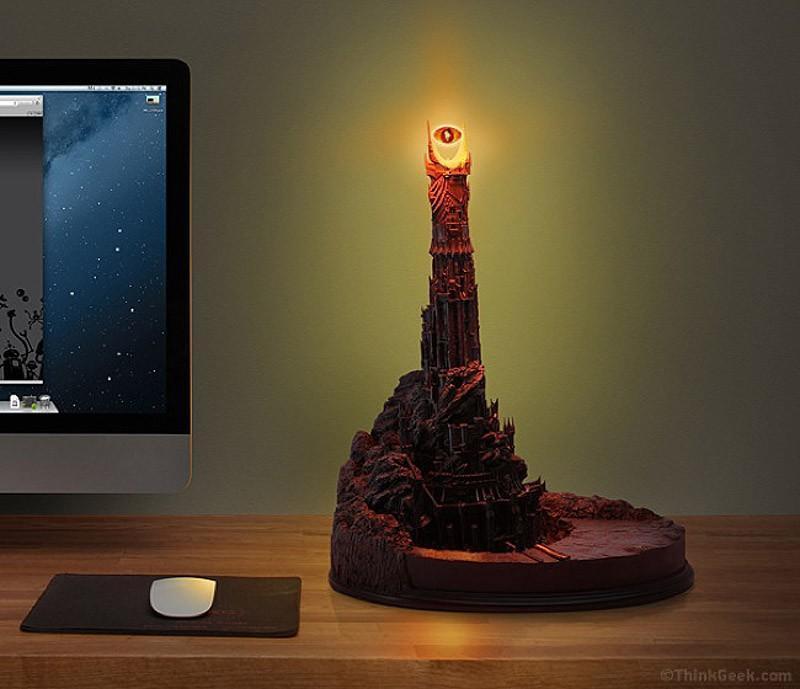 25. И крутейшую настольную лампу, чтобы подумать о завоевании мира 26. В таком кабинете много чем мо