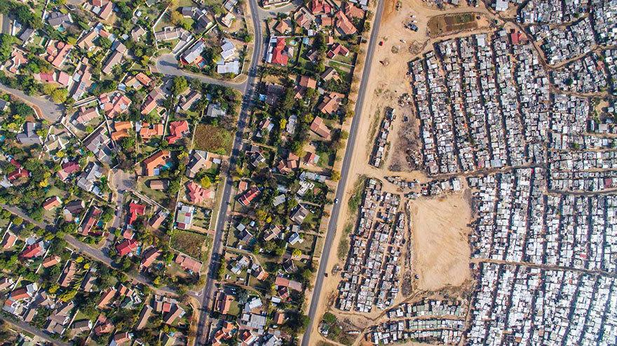 11 запоминающихся дрон-фото, на которых бедность и богатство разделены одной полосой