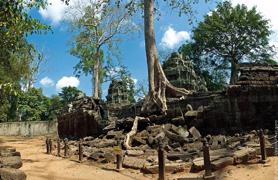 За несколько сотен лет храм во много утратил свои первоначальные черты и даже после облагораживания