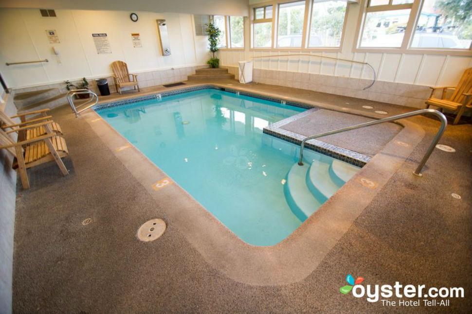 Реальность — томиться в бассейне, который по размерам едва превосходит гидромассажную ванну.