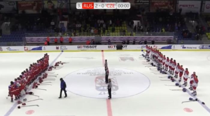 Русские хоккеистки подрались счешками вматче молодежногоЧМ
