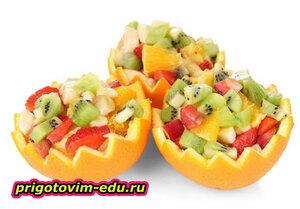 Легкий десертный салат из ягод и фруктов