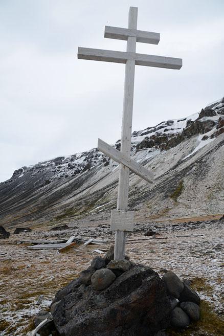 Памятный крест на мысе Флора.jpg