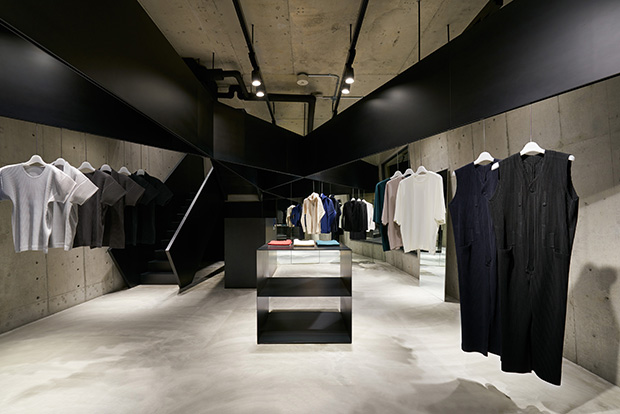 HOMME PLISSE ISSEY MIYAKE , a new concept of clothing for the contemporary man, opens its first stan