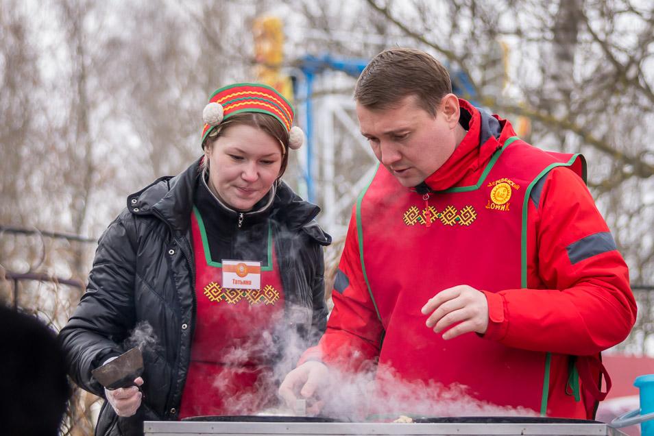 Александр Борисович Юткин печёт блины