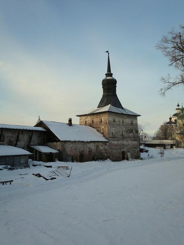 Кирилло-Белозерский монастырь. Глухая башня и воскобойная палатка с внутренней стороны