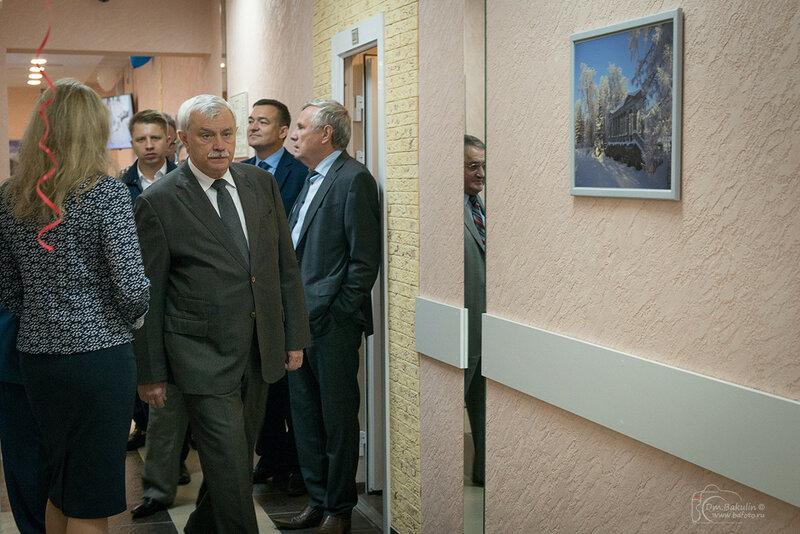 Губернатор Петербурга проходит мимо моей фотоработы ;)