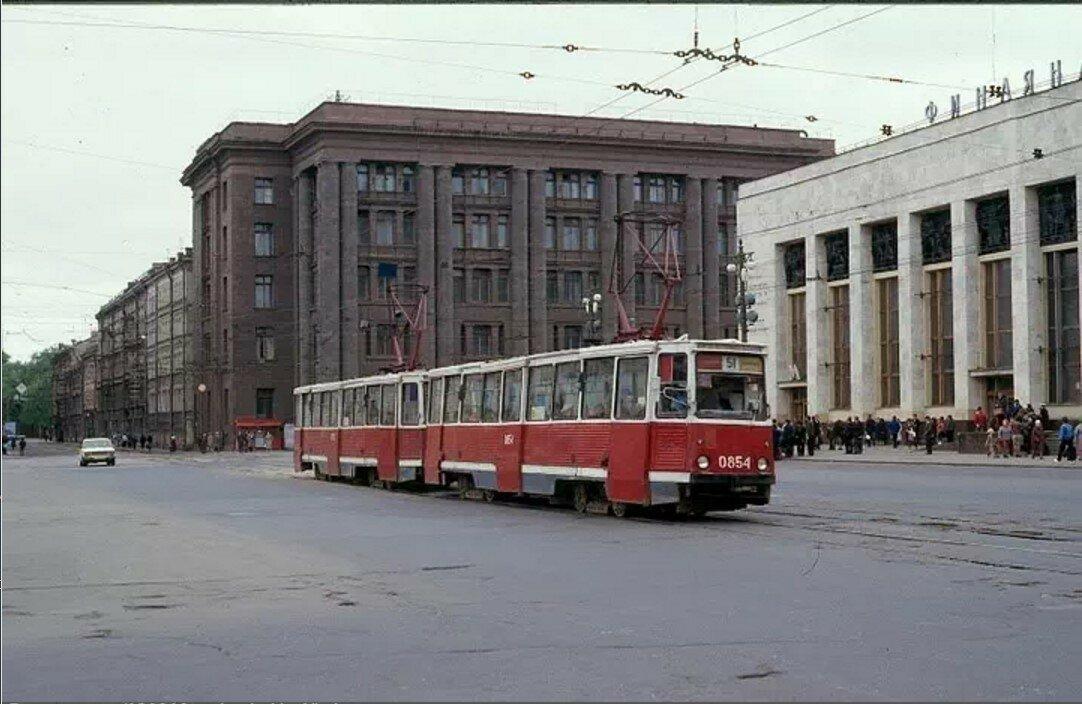 Улица Комсомола у Финляндского вокзала