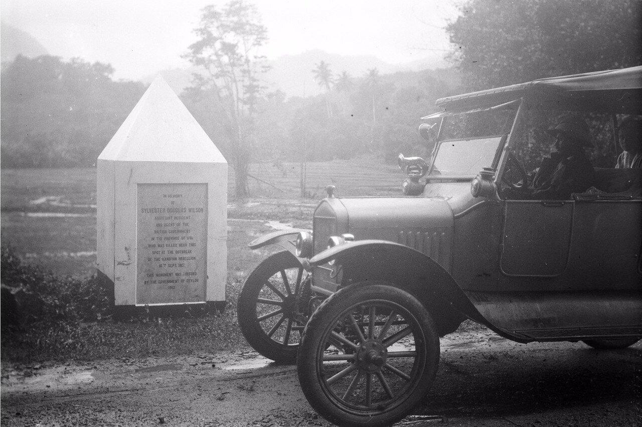 32. Памятник 1817 года, поставленный в память чиновника британского колониального правительства Сильвестра Дугласа Уилсона, убитого местными жителями в ходе крестьянского антиколониального восстания