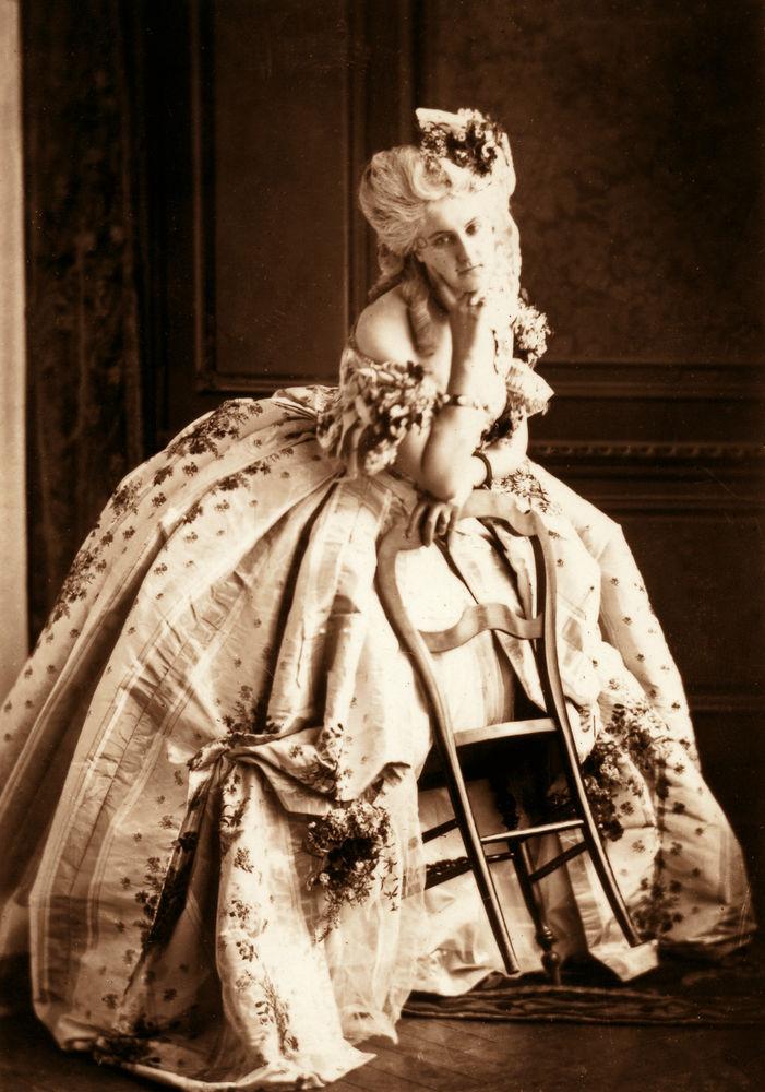 Первая фотомодель эпохи кринолинов 42-32263307