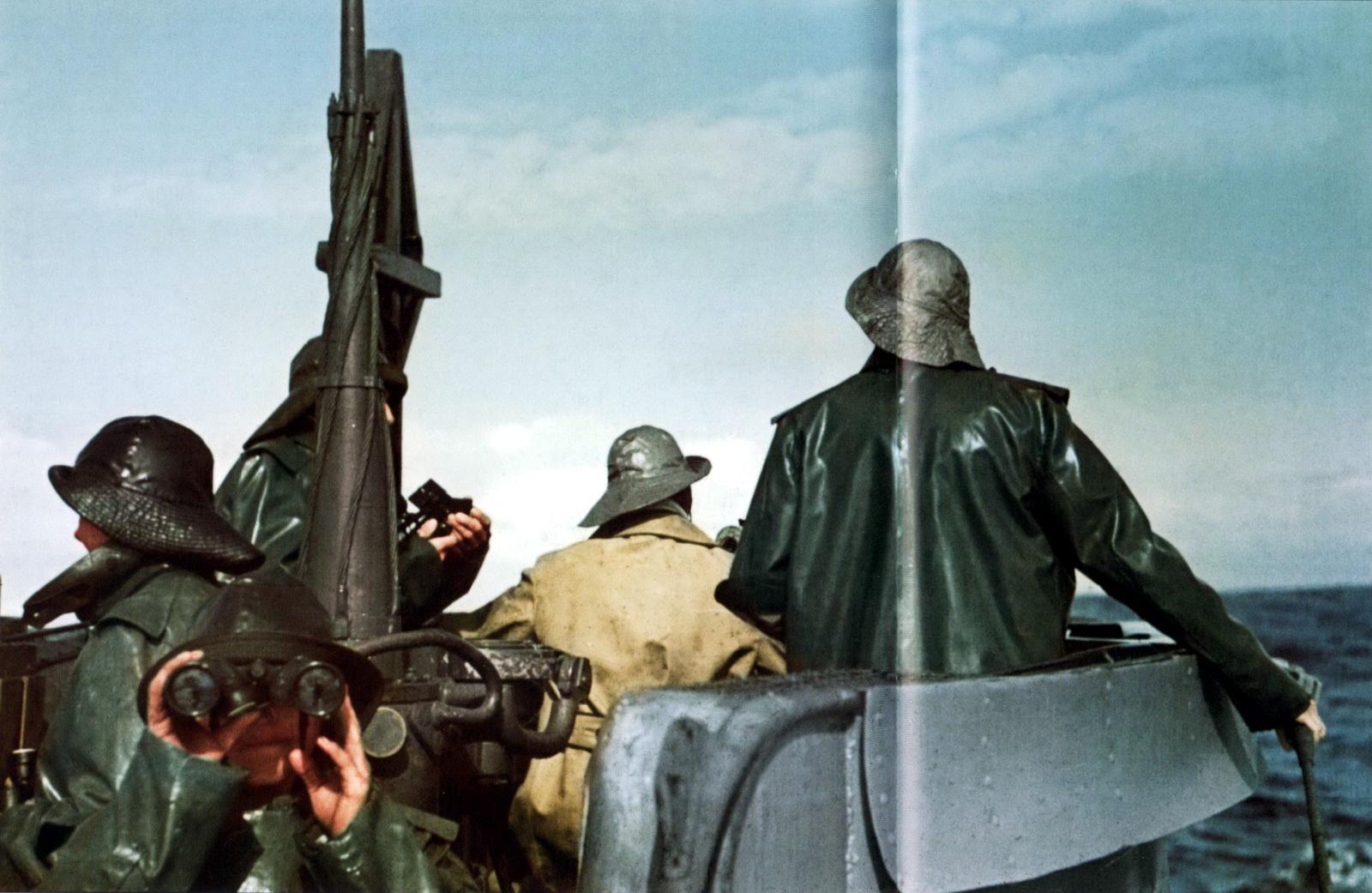 12 farbe farb german kriegsmarine submarine u-boat lookouts bridge watch conning tower.jpg