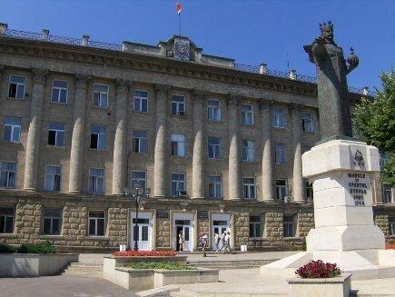 В Бельцах открыли мемориальную доску бывшему мунсоветнику