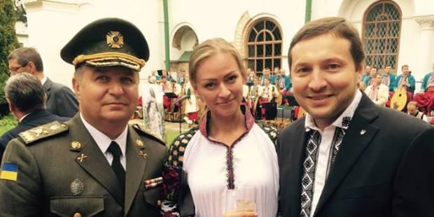 """Полторак наградил пистолетом жену министра, ведущей """"5-го канала"""" Яне Конотоп (фото)"""