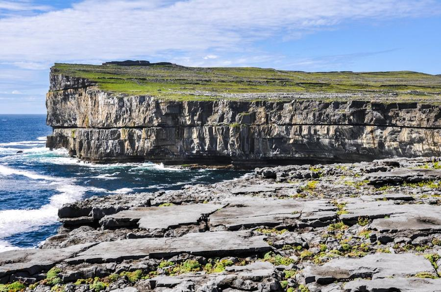 17. Инишмор (Ирландия) Привлекательность острова кроется в его высоких утесах и сказочных ландшафтах
