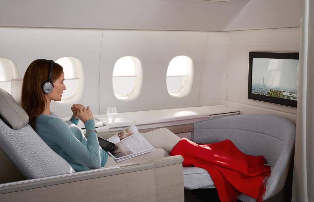 © airfrance  Затем сиденье превращается вудобный диван или кровать, где достаточно места для