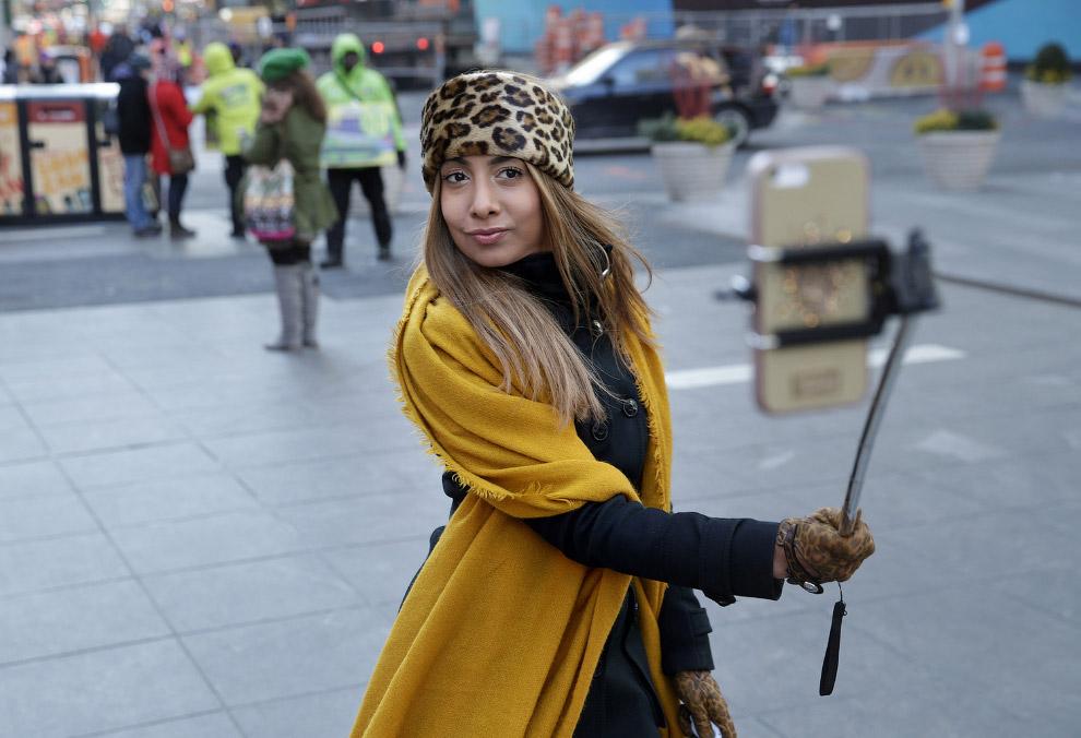 13. Запрет на пользование палками для селфи ввели некоторые музеи Нью-Йорка. По состоянию на ма