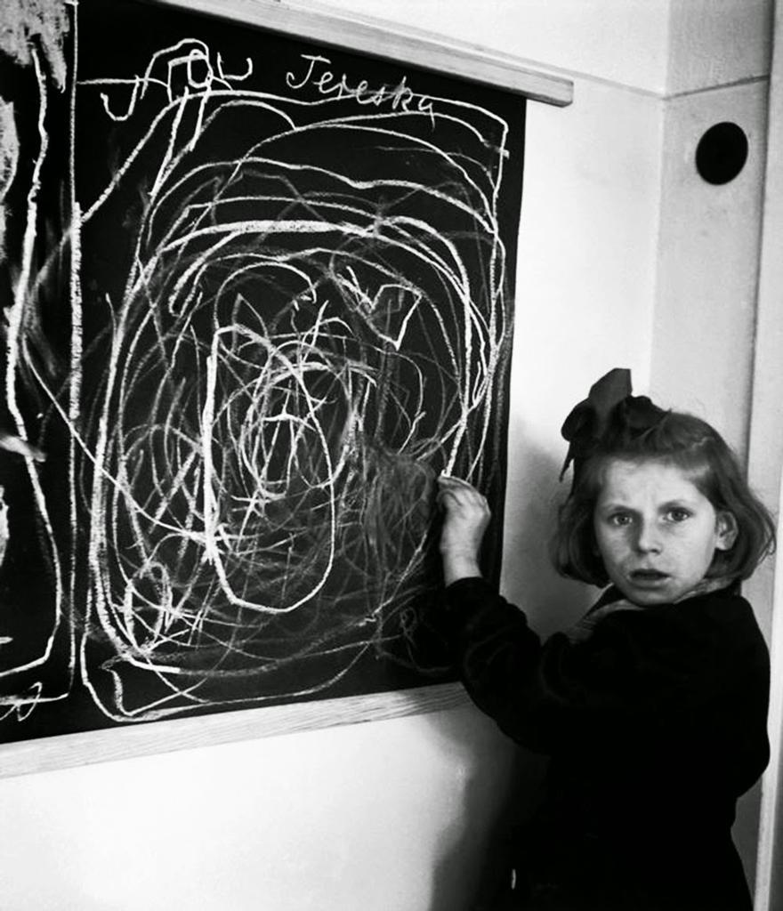10. Маленькая узница концлагеря рисует дом После окончания войны девочка, фактически выросшая в конц