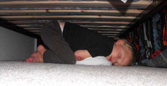 Кто-то боится монстров под кроватью, акто-то ихпрогоняет изанимает место.