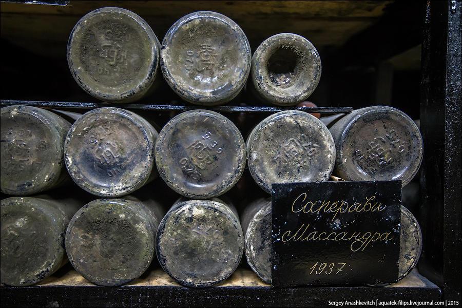 13. Посмотрите, как порой отличаются бутылки одних и тех же марок вина.