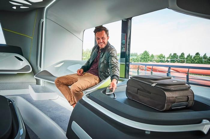Салон, в котором продумано всё. Future Bus имеет максимальную скорость в 70 км/ч и водителю на самом