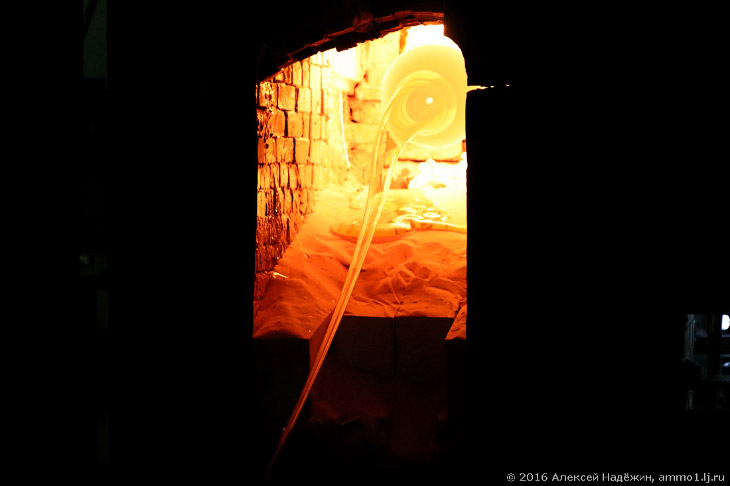 2. Прежде, чем охладиться, трубка тянется по цеху несколько десятков метров.