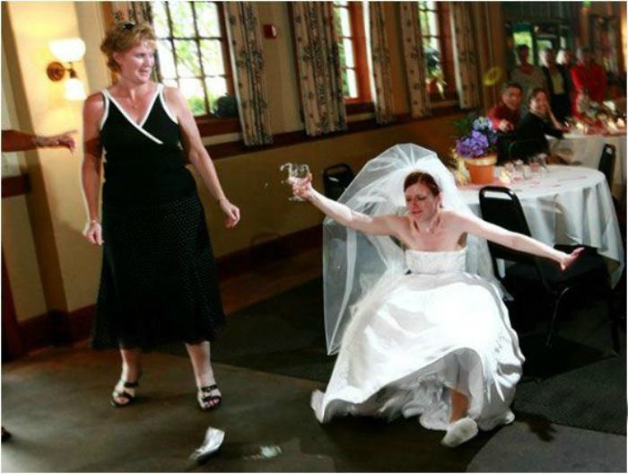 Кажется, невеста перебрала.