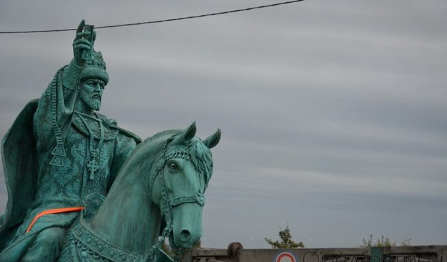 Ввотчину губернатора Потомского прибыл монумент Ивану Грозному