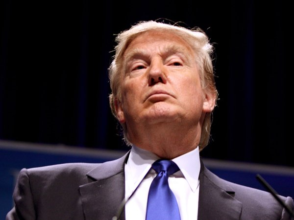 Клинтон только на2% опережает Трампа— Опрос