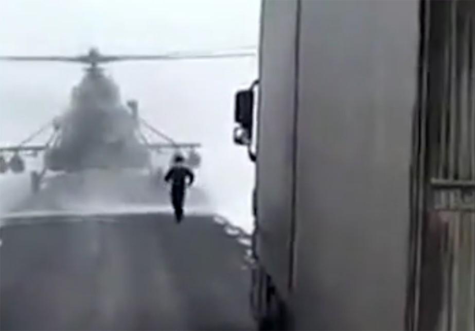 ВКазахстане пилот посадил военный вертолет натрассу чтобы узнать дорогу