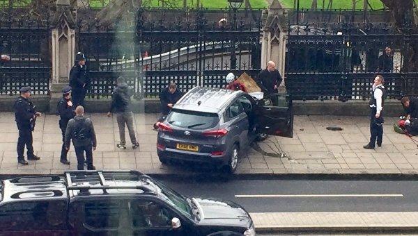 Терезу Мэй эвакуировали изздания парламента встолице Англии