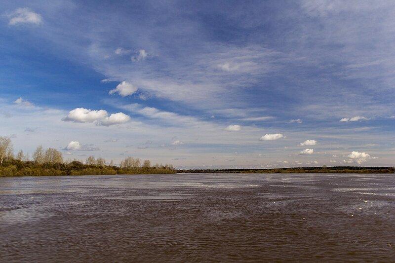 Разлившаяся река Вятка во время половодья