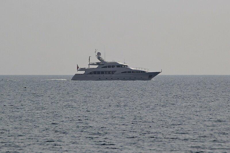 Яхта в море в районе мыса Фиолент (Севастополь, Крым)