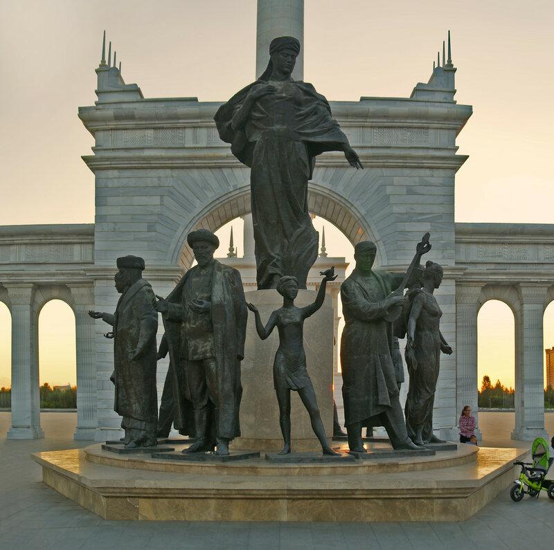 Скульптурная группа Казахский народ