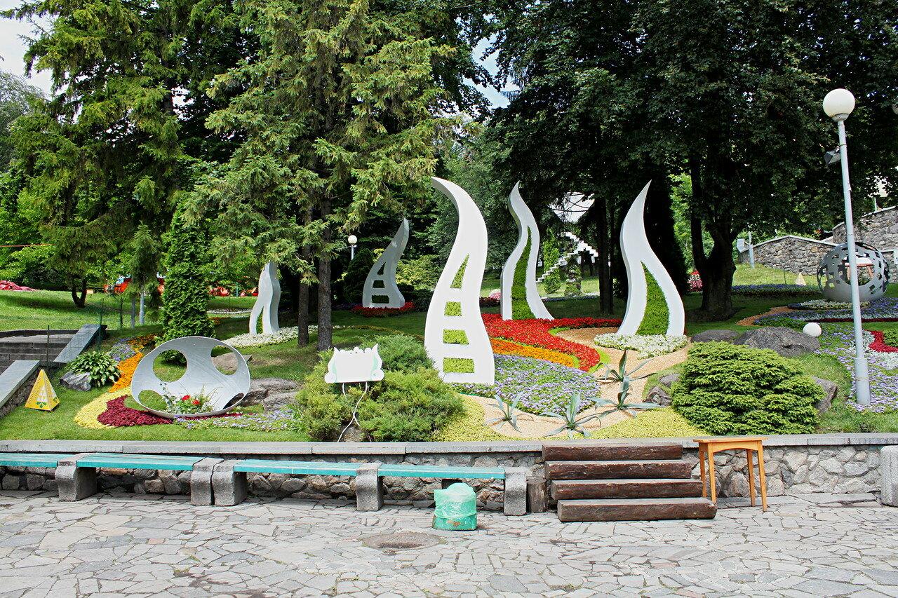 """Цветочная инсталляция """"Зелёный оазис города"""""""