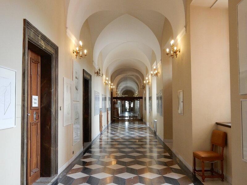 Элегантный коридор 1-го этажа