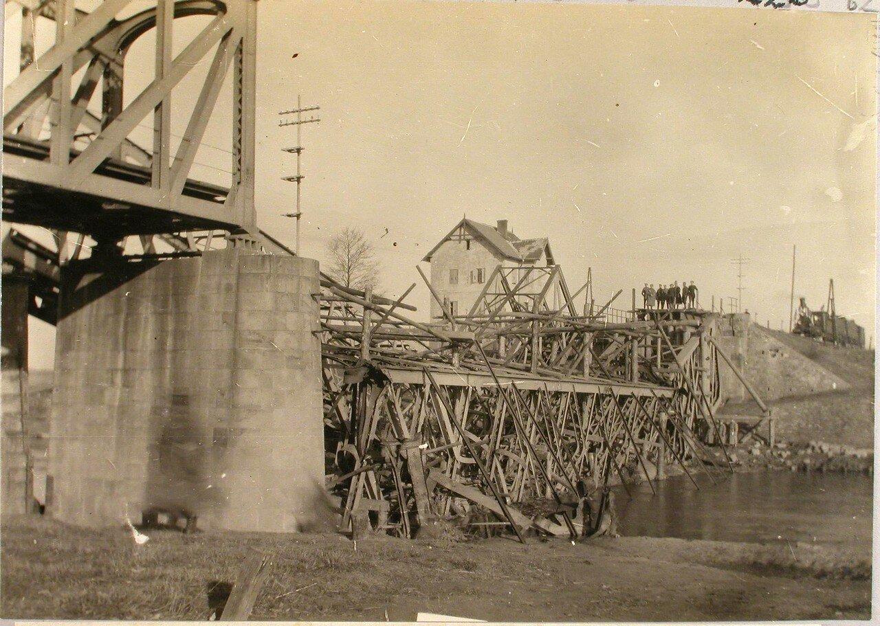 62. Вид разрушенного железнодорожного моста через реку Вислу. Галиция. Ст. Ржешов
