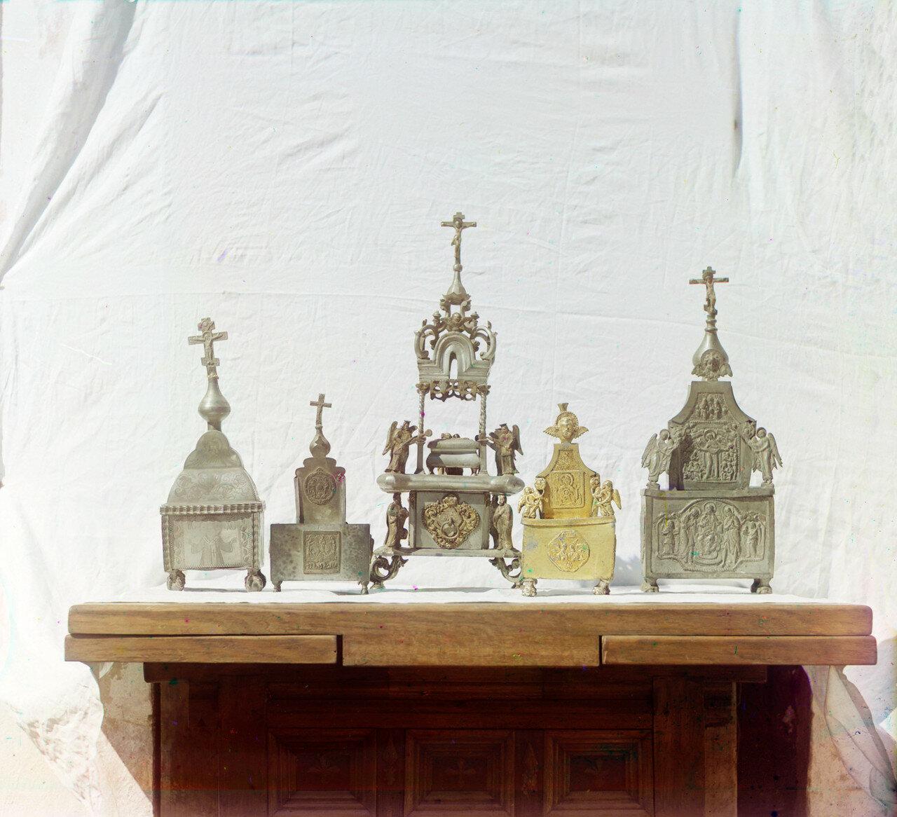 Ростовский музей. Оловянные дарохранительницы и дароносицы XVII - XVIII веков